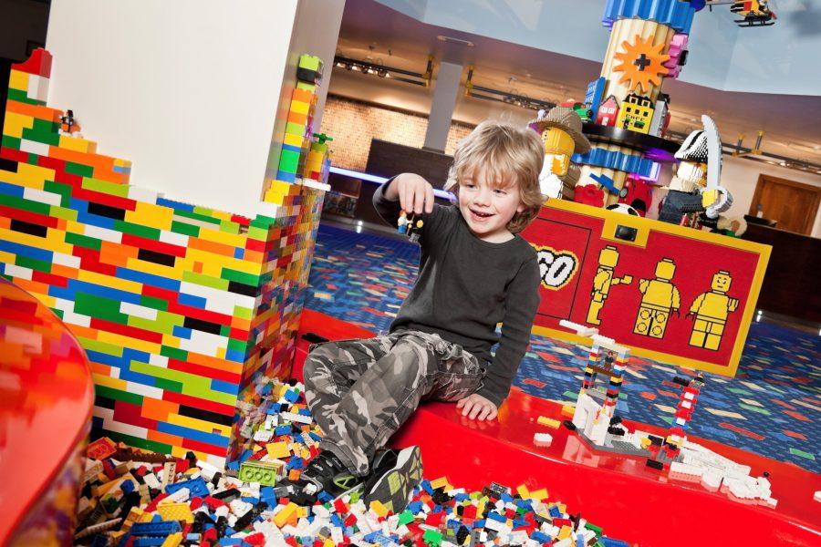 lego-pitt-in-lwrh-lobby