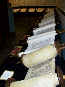 Tanakh_scroll_set